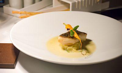 Black cod laccato miele e zenzero con patata al rafano e fumetto al pernod