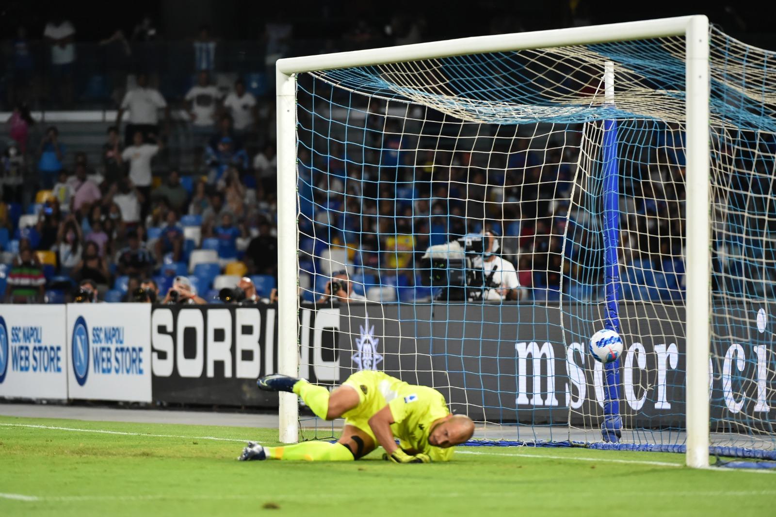 Il goal su rigore del Napoli